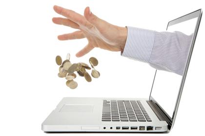 パソコンから伸びる手