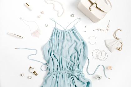 水色の洋服と小物