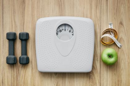 体重計とりんご